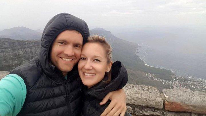 ŞOCANT. O femeie a murit chiar de ziua ei în timp ce soțul îi făcea o fotografie (FOTO)