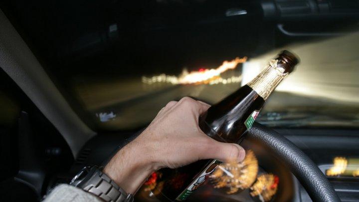 Cum să conduci maşina dacă ai băut alcool. Sfaturile specialistului (VIDEO)