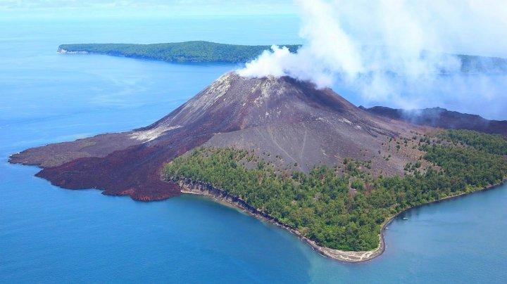 Nivelul de alertă pentru vulcanul Anak Krakatoau din Indonezia, ridicat la cel mai înalt nivel posibil