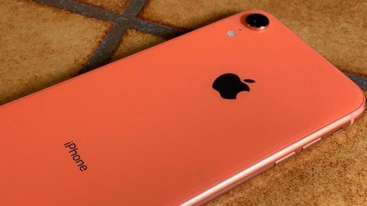 Apple ar putea muta producţia iPhone în afara Chinei