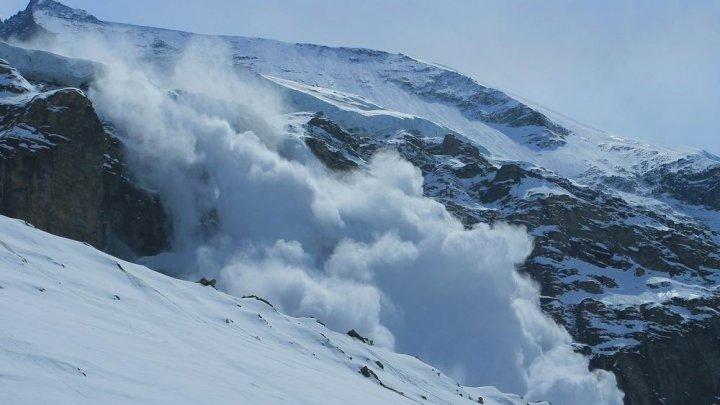 Un hotel din Alpii elveţieni a fost lovit de avalanşă. Sunt răniţi