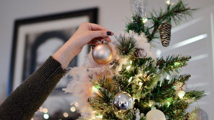 Când se împodobeşte, de fapt, pomul de Crăciun