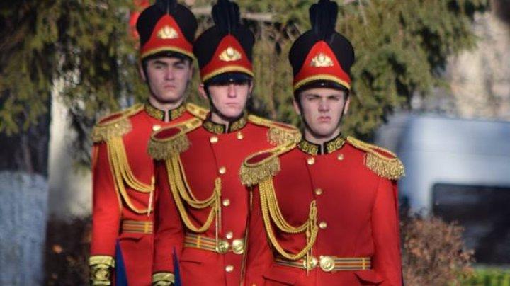 PREMIERĂ! Carabinierii din garda de onoare vor purta uniformă regală: Suntem mândri
