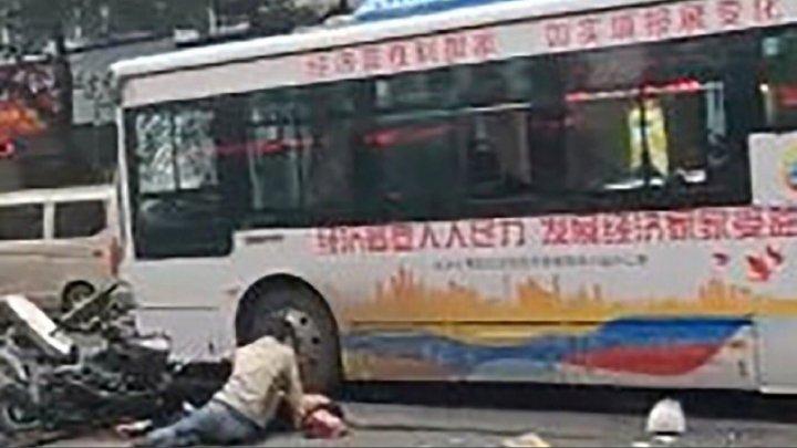 Teroare în China: Numărul morților a crescut la opt după ce un autobuz a fost deturnat