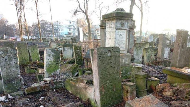 A început reabilitarea Cimitirului Evreiesc din Chişinău