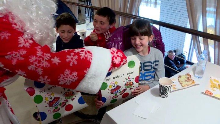 Sărbători mai calde pentru 48 de copii nevoiaşi din Bahmut. Micuţii au primit daruri şi au vizitat Târgul de Crăciun