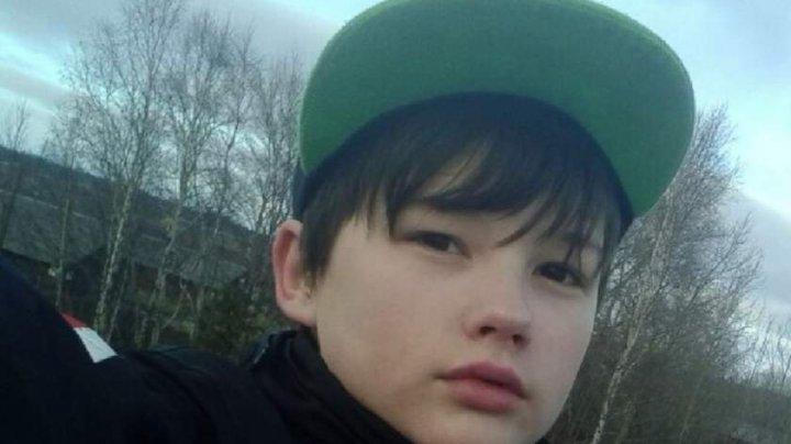 POVESTEA EMOŢIONANTĂ a unui băiat abandonat în spital de mama pe care a salvat-o din mâinile unui criminal