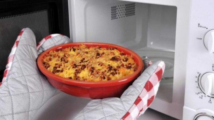 Bine de știut! Cinci alimente pe care să NU le încălzeşti niciodată în cuptorul cu microunde