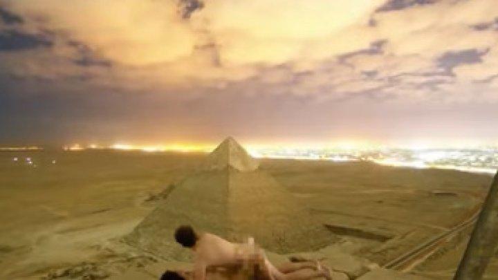 INDIGNARE ÎN EGIPT. Un cuplu s-ar fi fotografiat nud în vârful Marii Piramide (VIDEO)