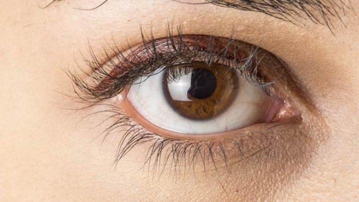 Bine de ştiut! De ce persoanele cu ochi căprui sunt mai afectate de depresia de iarnă