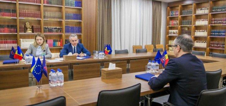 Preşedintele PDM, Vlad Plahotniuc a vorbit cu şeful misiunii OSCE în Moldova, Claus Neukirch despre rezolvarea problemei transnistrene