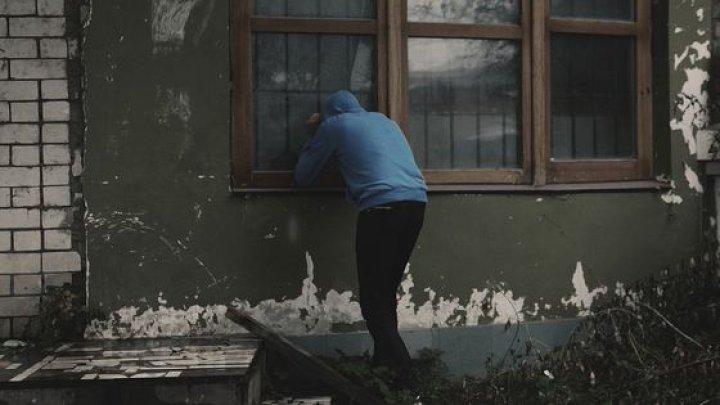 O grupare de români, care fura la greu în Franţa, destructurată. Cum acţionau