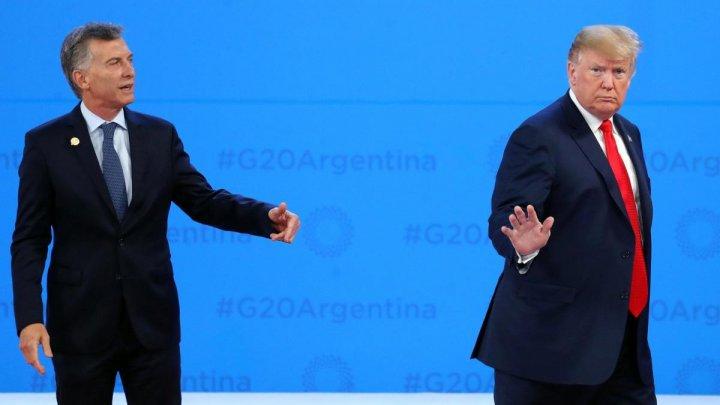 Donald Trump, în stilul său. L-a lăsat cu mâna întinsă pe preşedintele argentinian Mauricio Macri (VIDEO)