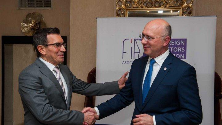 Pavel Filip, la întrevederea cu preşedintele Asociaţiei Investitorilor Străine: Indicatorii economici sunt în creștere, iar Executivul are posibilitate să facă investiții sociale