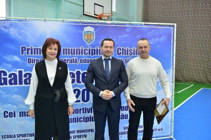 GALA VEDETELOR SPORTIVE: Cei mai buni antrenori şi sportivi din municipiul Chişinău, AU FOST PREMIAŢI (GALERIE FOTO)