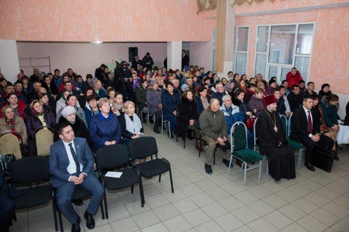 Premierul Pavel Filip s-a întâlnit cu locuitorii satelor Peresecina şi Camencea din raionul Orhei