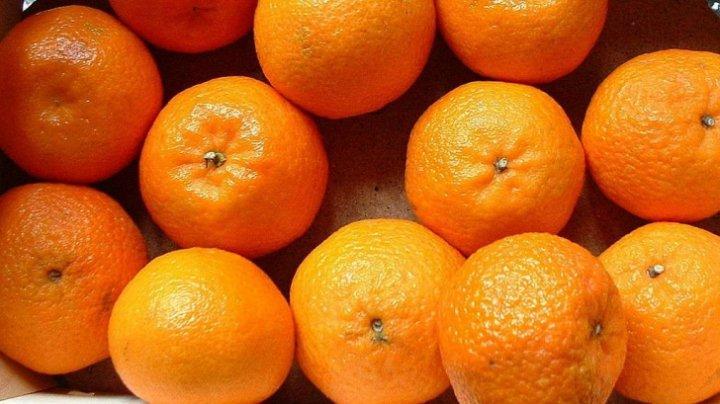 Sigur nu știai asta! Cea mai uşoară şi rapidă metodă de a curăţa portocale şi mandarine (FOTO)