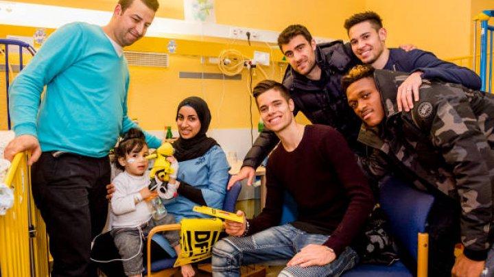SURPRIZĂ PENTRU PUȘTII BOLNAVI: Fotbaliştii Borussiei au vizitat un spital de copii
