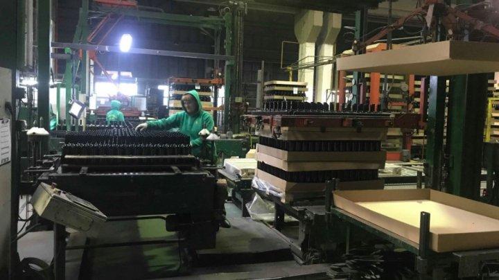 Întreprinderea care realizează produse din sticlă își crește volumul de producere cu 60%. Va crea mai multe locuri de muncă pentru moldoveni