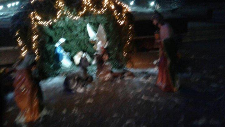 AU VANDALIZAT ieslea Naşterii Domnului de la Donduşeni: Nu sunt oameni, ci dobitoace (FOTO)