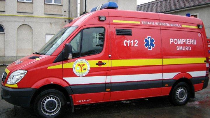 Zece persoane au fost rănite rănite într-un accident în Argeş. Patru maşini au fost implicate