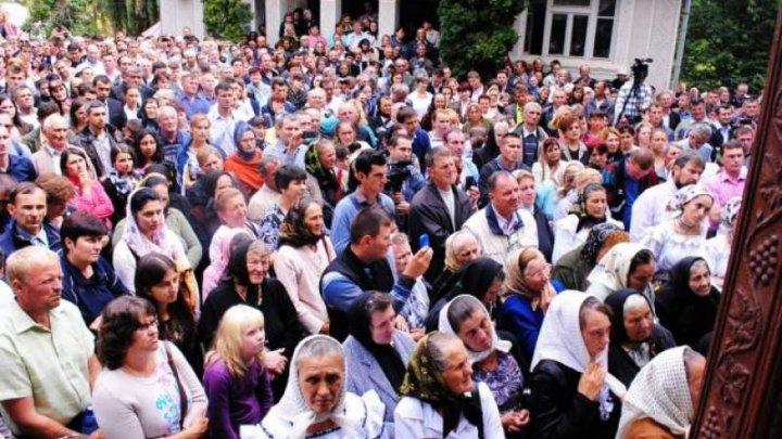 S-a aflat care este cea mai religioasă țară din Europa! Mii de oameni sunt siguri că Dumnezeu există