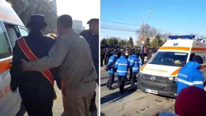 Incidente la parada din Constanţa. Două tinere au leșinat