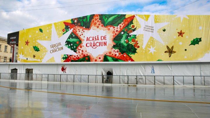 Forfotă mare pe strada 31 August. Muncitorii au început amenajarea Târgului de Crăciun (FOTOREPORT)