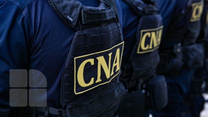 Procurorii CNA cer 30 de zile de arest preventiv pentru cei trei polișiști reținuți ieri
