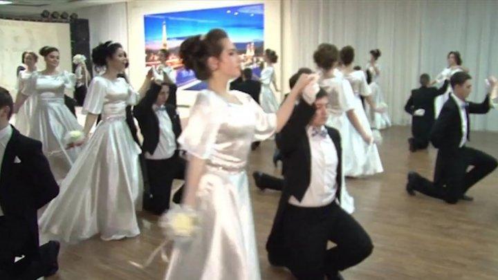 Atmosferă magică. Orchestra simfonică a Filarmonicii Naţionale Serghei Lunchevici a surprins vizitatorii unui centru comercial din Capitală