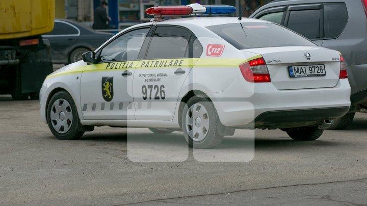La Cimişlia ca în filmele de comedie: Doi tineri beţi au bătut un taximetrist şi i-au furat maşina. Ce a urmat