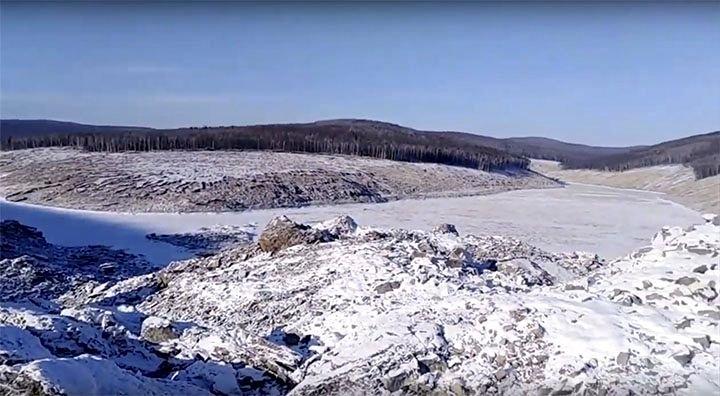 """Un întreg deal din Rusia a fost distrus după impactul cu un presupus """"meteorit"""" (FOTO/VIDEO)"""