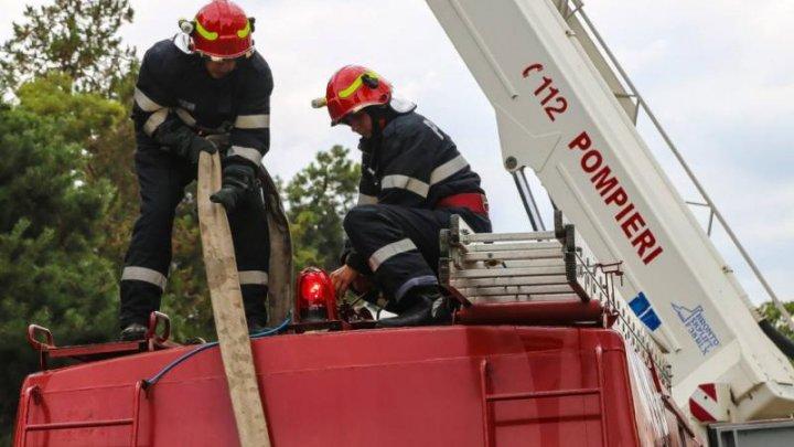 Incendiu la un celebru mall din România. Peste o mie de persoane au fost evacuate de urgenţă