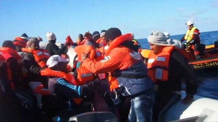 Peste 300 de migranţi salvaţi în largul Libiei de un ONG vor ajunge în Spania, după ce mai multe ţări au refuzat să-i primească