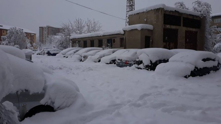 Vreme extremă în România. Zeci de şcoli au fost închise din cauza condiţiilor meteo nefavorabile