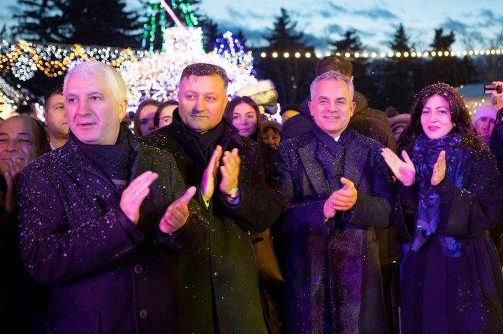Vlad Plahotniuc, la Orăşelul de Crăciun din Nisporeni: Alături de pământenii mei am trăit momente frumoase (FOTO)