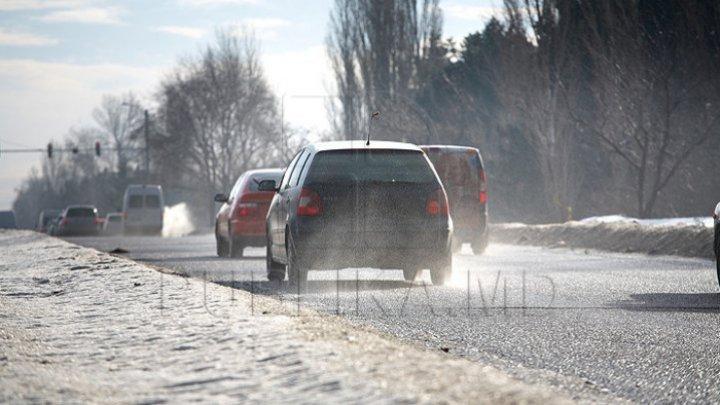 InfoTrafic: Lapoviţă şi gheţuş pe drumurile din întreaga ţară