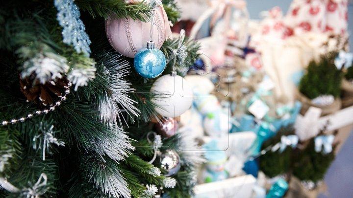 Pom de Crăciun neobişnuit în sectorul Buiucani. Ce idee le-a venit unor oameni (FOTO)