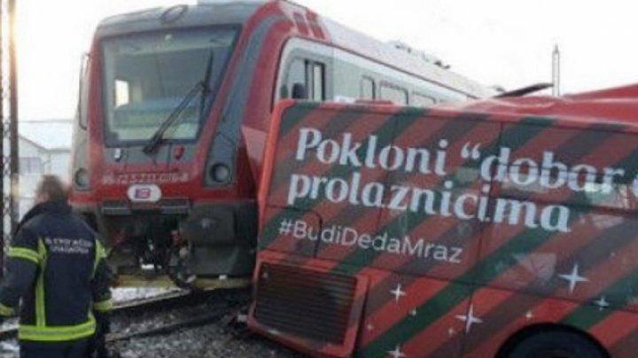 TRAGEDIE în Serbia. Cinci persoane au murit, iar alte 27 au fost grav rănite, după ce un tren a lovit în plin un autobuz (VIDEO)