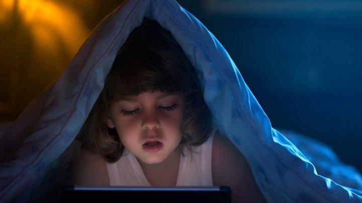 Trebuie să ştii! Cum modifică smartphone-ul și tableta creierul copilulului