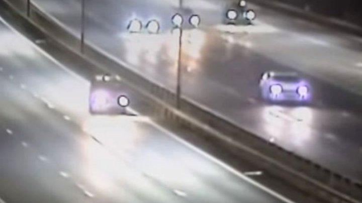 A vrut să o facă pe nebunul în trafic. Cum a fost oprit de polițiști un șofer beat care conducea cu viteză pe contrasens (VIDEO)