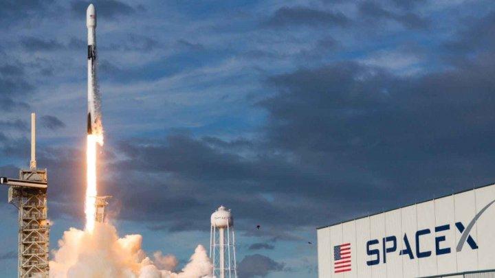 Compania SpaceX a miliardarului Elon Musk lansează prima sa misiune de securitate naţională