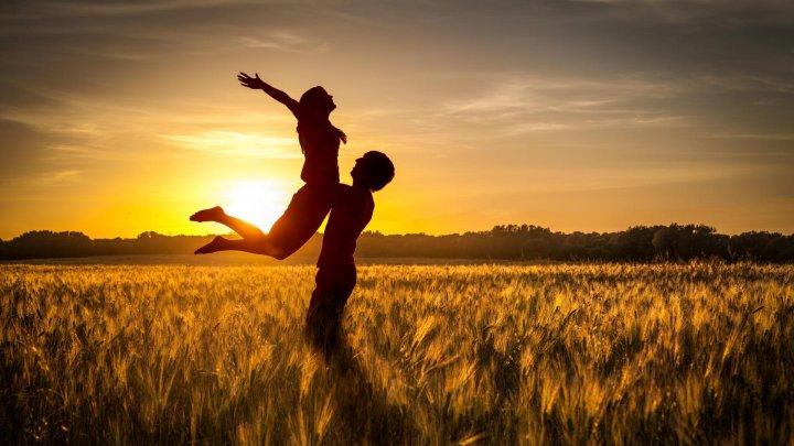 HOROSCOP 2019: Cupluri din zodiac care rămân împreună și în următorul an