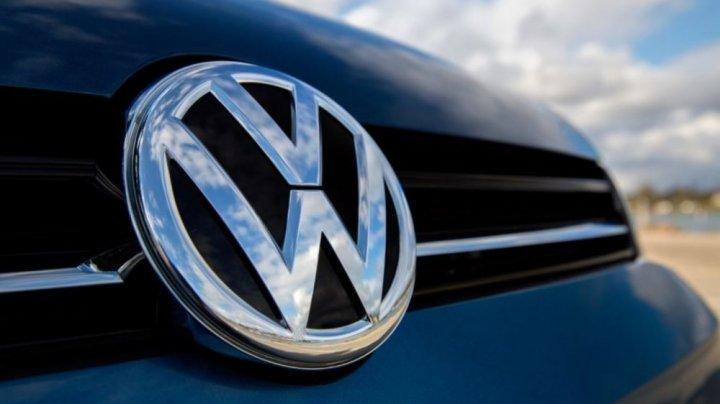 Anunţ neaşteptat! Volkswagen renunţă în totalitate la fabricarea maşinilor cu combustie internă