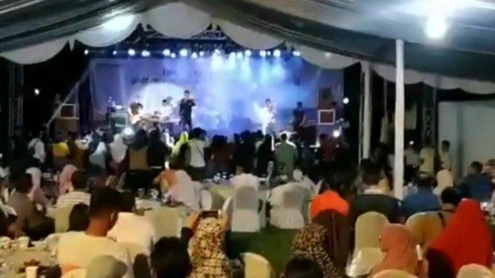 IMAGINI DRAMATICE din Indonezia. O trupă care susținea un concert și publicul, măturați de tsunami (VIDEO)