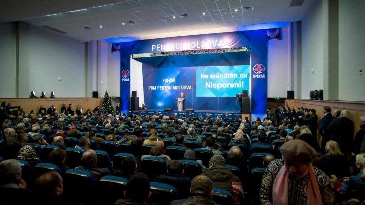 Vlad Plahotniuc și alți candidații democrați în circumscripțiile uninominale au dat startul strângerii de semnături, în cadrul mai multor forumuri raionale