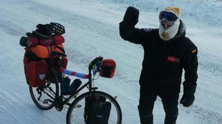 În căutare de senzații tari prin Siberia. Un ciclist era să moară înghețat în cort la -50 de grade Celsius