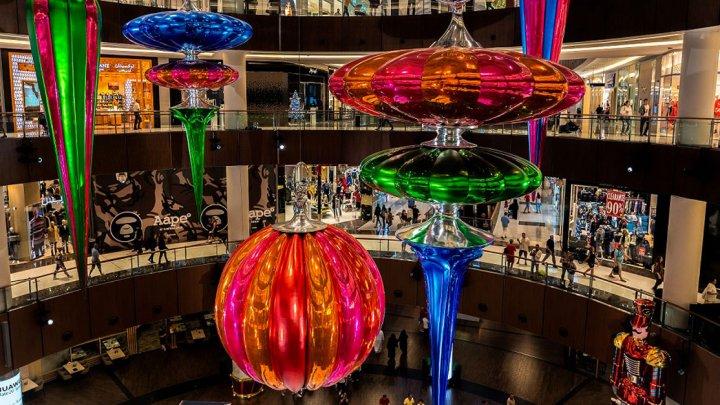 Dubaiul impresionează din nou. Are cel mai mare glob de Crăciun din lume