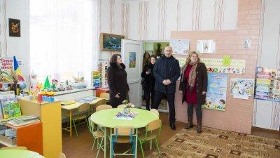 Premierul Pavel Filip a inspectat lucrările de reparație ale grădinițelor și drumurilor din satele Sămănanca și Teleșeu