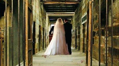 """Nuntă """"la rece"""". Un deţinut şi-a luat de soţie PSIHOLOAGA închisorii"""